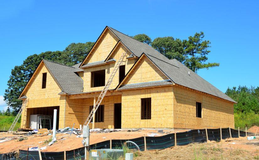 Właściwie z bieżącymi nakazami świeżo stawiane domy muszą być oszczędnościowe.